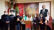 Kadın muhtarlara CHP'den plaket
