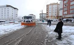 Şahinbey'de karlı yollara anında müdahale